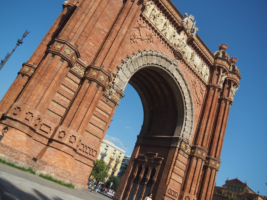 Visit the Arc de Triomf - 10 Things to do in Barcelona