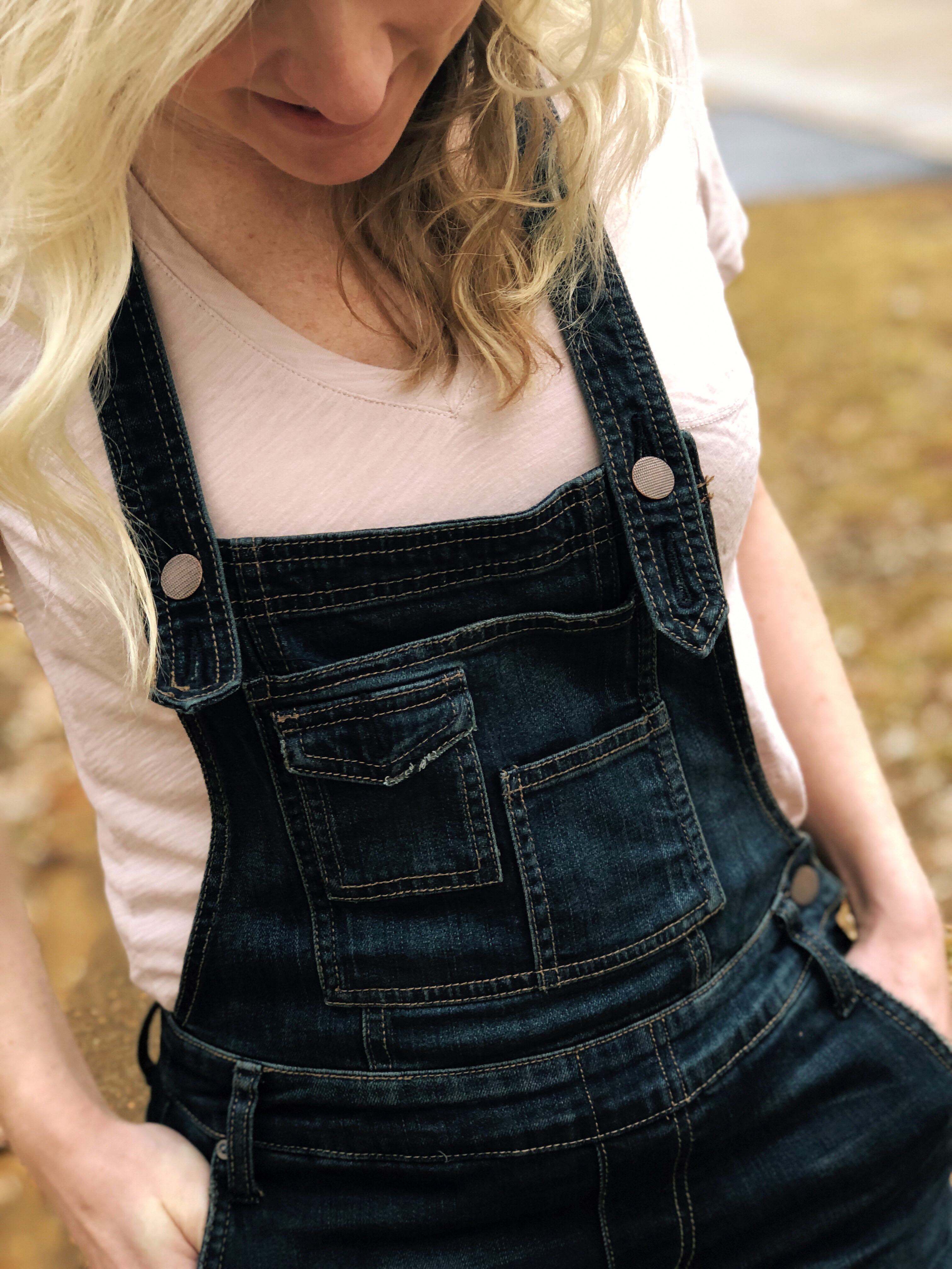 free people brady wash denim overalls  | How to style Free People Overalls featured by top Missouri fashion blogger, Emmy Lou Styles: with a plain tshirt