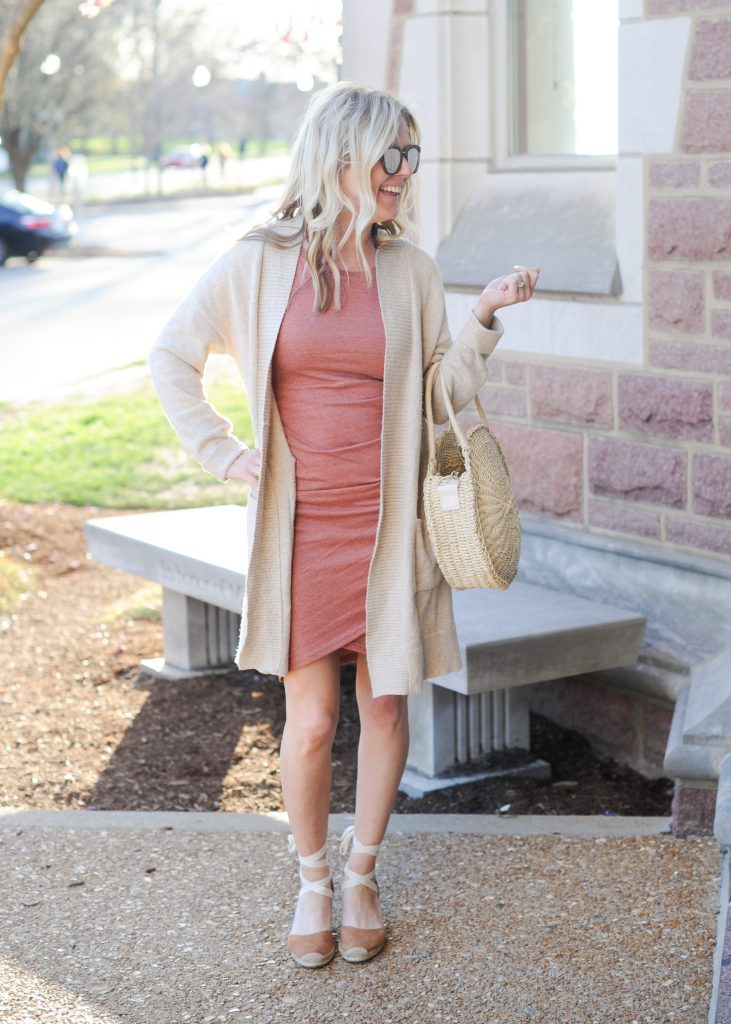 leith body-con coral heather dress | How to style your Leith Ruched Dress featured by top Missouri fashion blogger, Emmy Lou Styles: image of a blonde woman wearing a Leith ruched dress, long cardigan and flat sandals