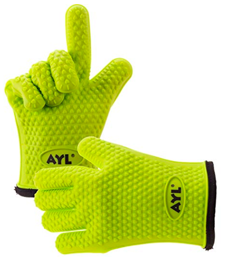 Emily from Emmy Lou Styles shares her gift guide for guys which includes these AYL oven gloves.