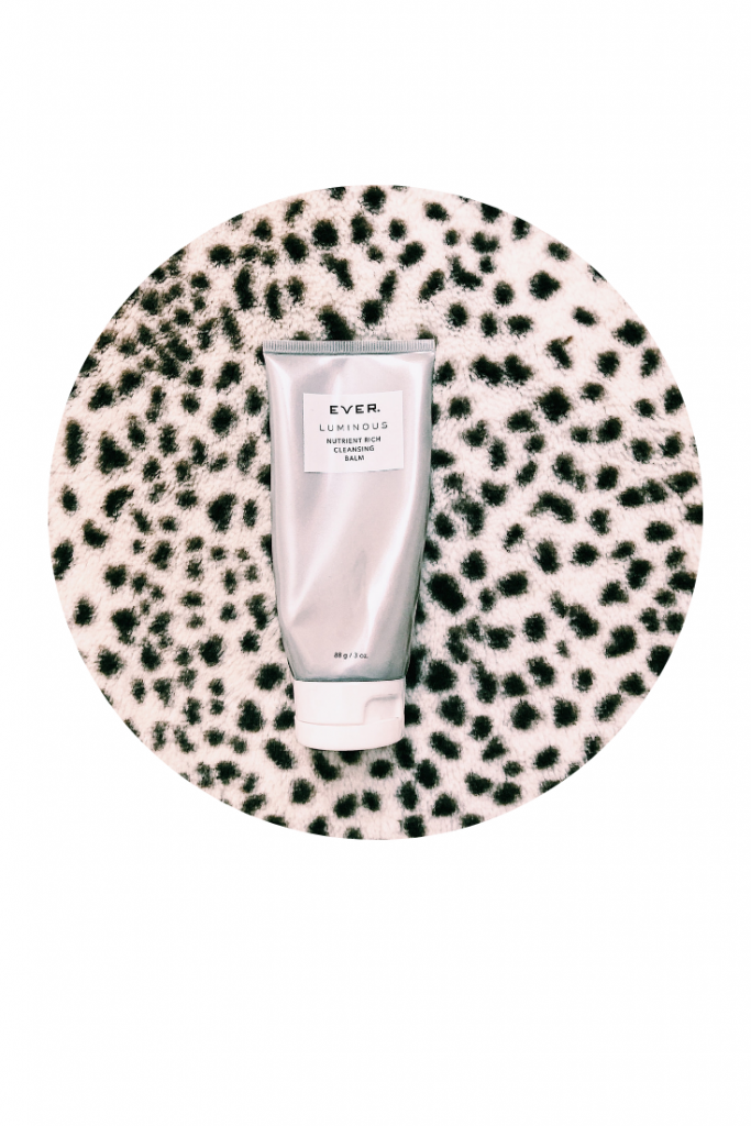 Even out skin tone and dimenish redness with the EVER Luminous Cleanser Balm