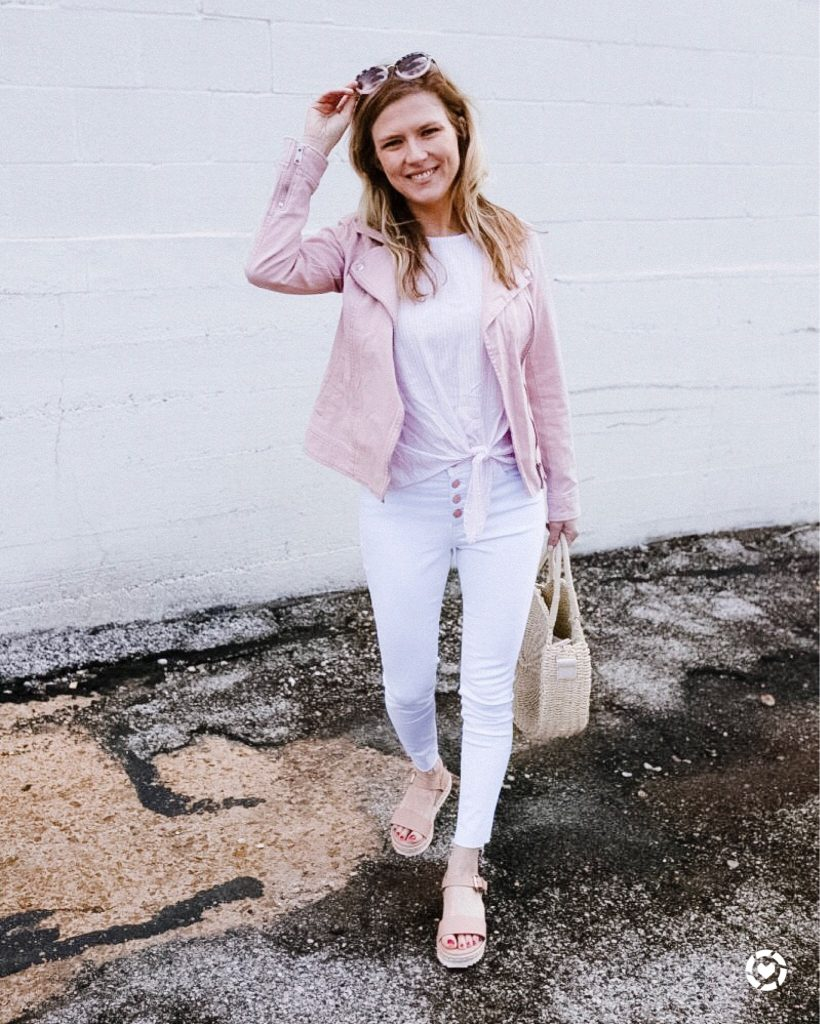7 ways to wear white jeans_woman wearing white jeans and jacket