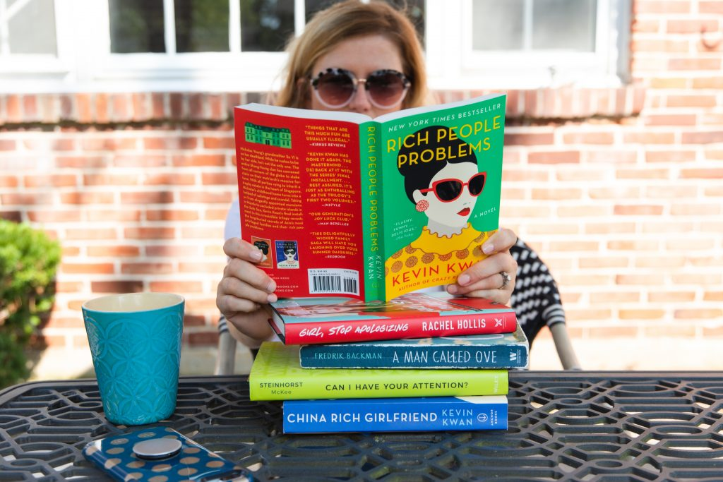 5 Ways to Start Reading More_Woman sitting at coffee shop reading books
