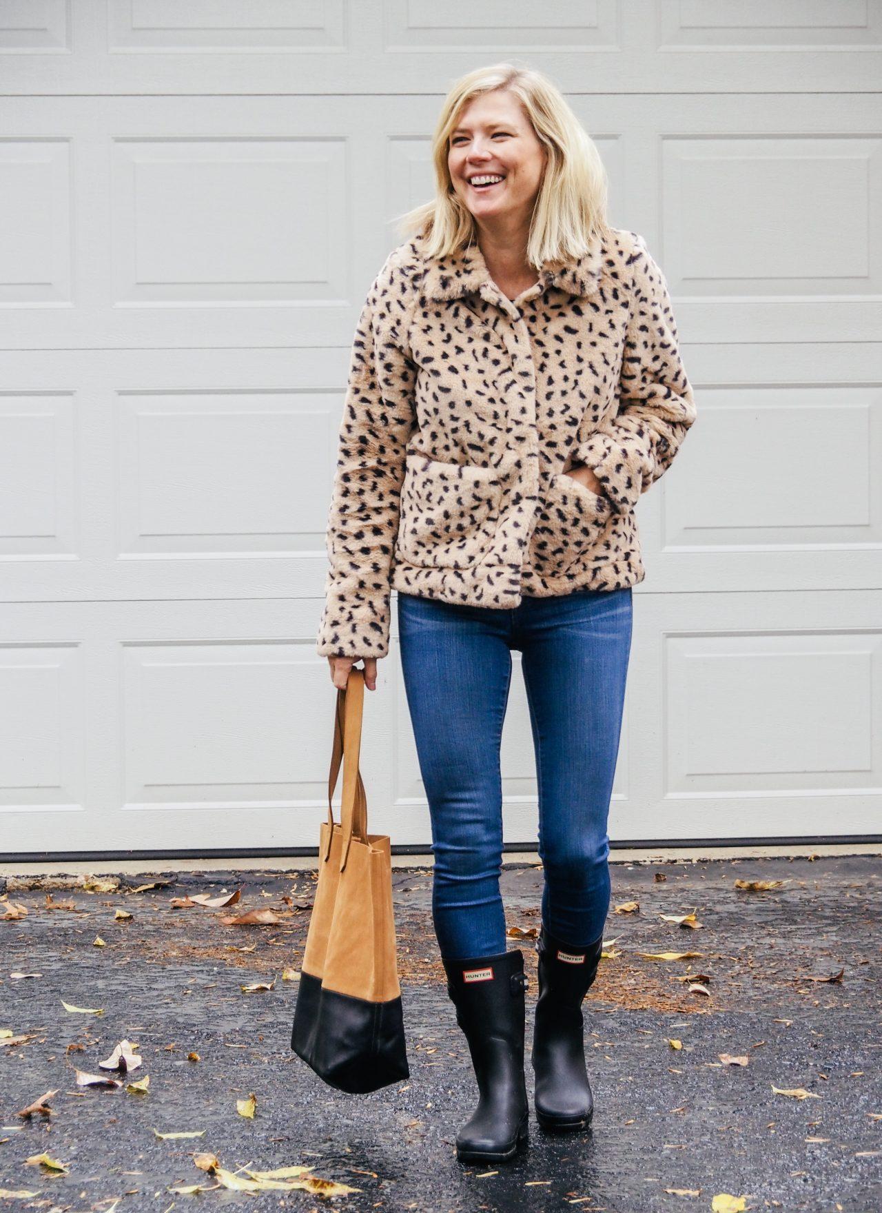 Women wearing a faux fur leopard jacket