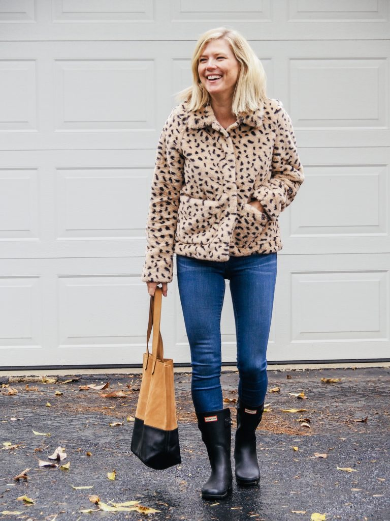 Women wearing a faux fur leopard jacket