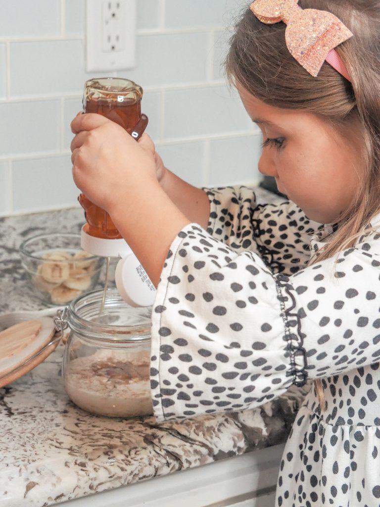 Simple overnight oats using honey
