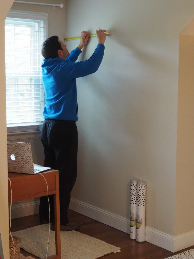 How to hang peel and stick wallpaper in your house