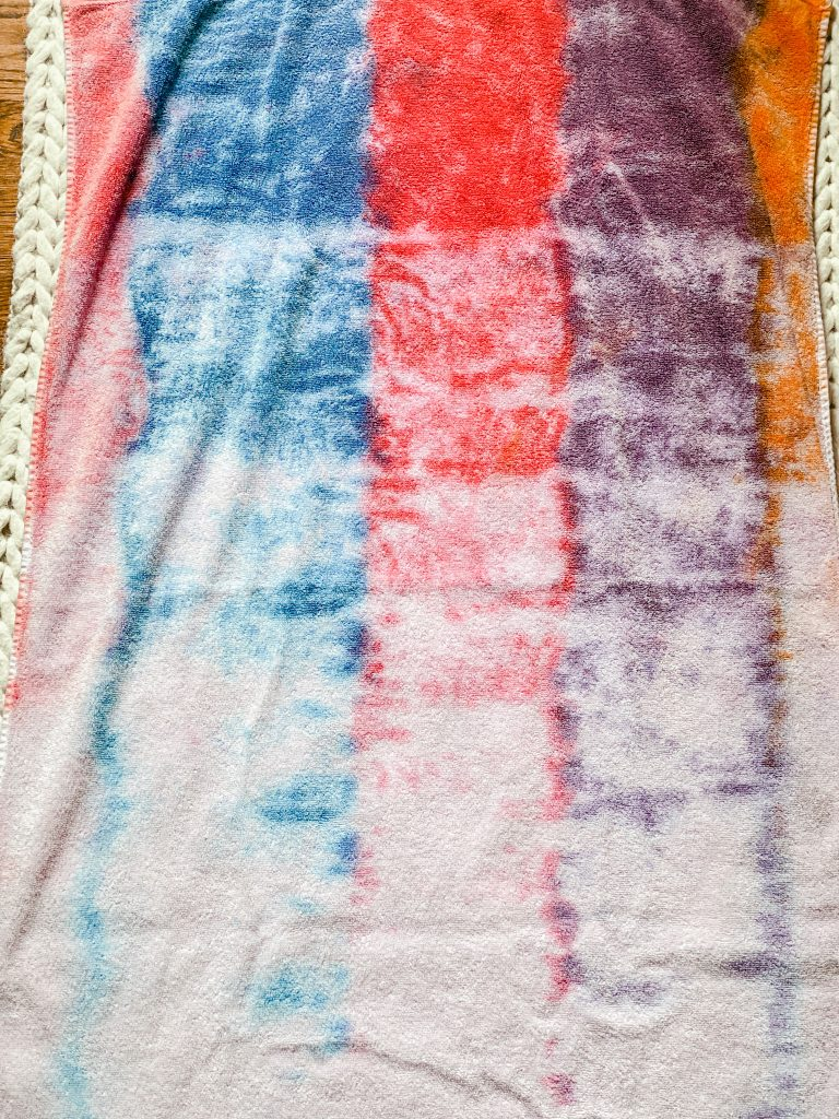How to tie dye a beach towel