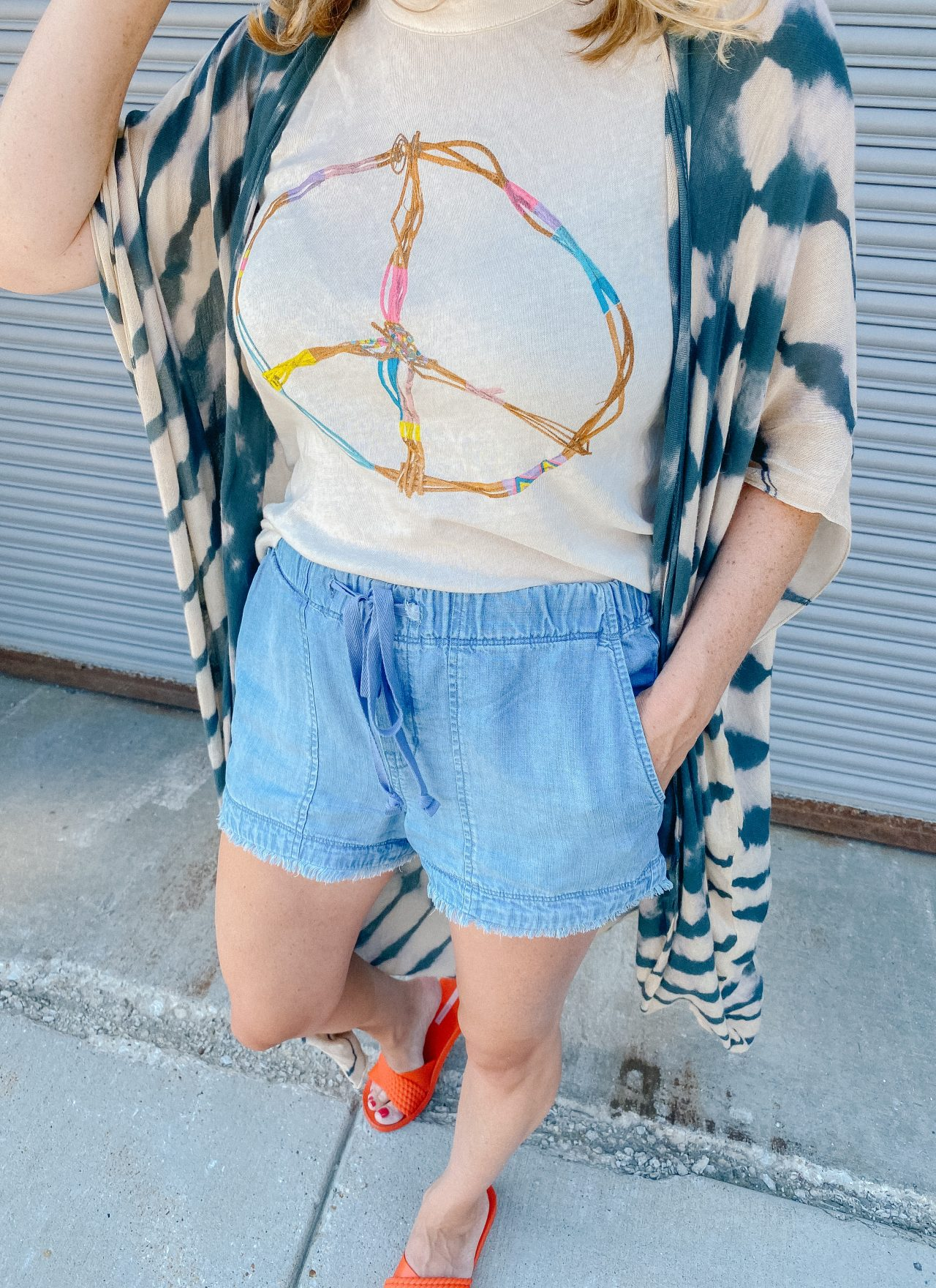 cutoff jeans shorts with elastic waistband