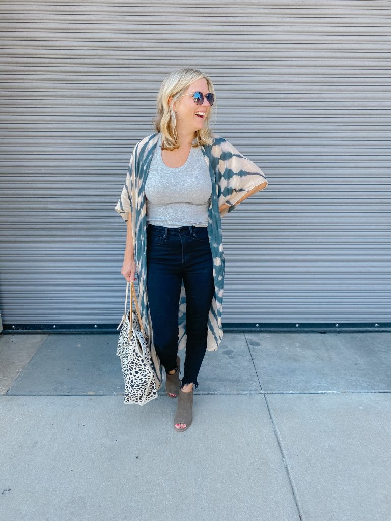 how to style a kimono with jeans
